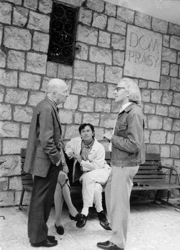 Witold Lutoslawski, Robert Aitken and Zygmunt Krauze in front of The Press House in Kazimierz Dolny