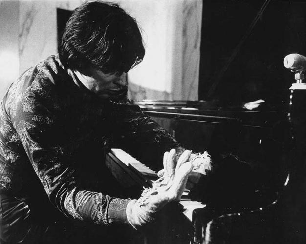 Gloves Music, Rotterdam, De Doelen, 1977
